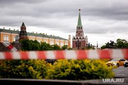 Москва во время объявленного режима самоизоляции. Москва, красная лента, кремль, манежная площадь, троицкая башня кремля, москва