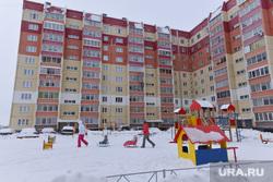 Уборка снега во дворах. Челябинск., чурилово