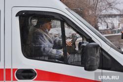 Машины скорой помощи в красной зоне городской больницы №2. Курган , скорая помощь, машина скорой помощи, медицина, водитель скорой помощи, защитная одежда водителя