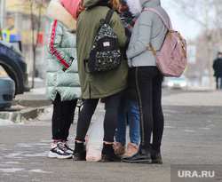 Освещение на Набережной.  Курган , подростки, дети, каникулы, школьники, зима