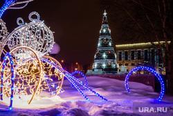 Новогодняя елка перед администрацией. Сургут, иллюминация, новый год, елка новогодняя, подсветка