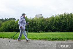 Пенсионеры занимающиеся бегом. Екатеринбург., пенсионер, старушка, скандинавская ходьба