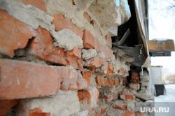 Аварийное расселение здания по ул. Спорта 1б. Тюмень, аварийный дом, трещина в доме, кирпич, расселение