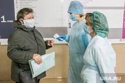 Поликлиника 14. Тюмень, медсестра, поликлиника, люди в масках, врач, замер температуры, доктор, измерение температуры