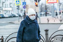 Город во время пандемии. Тюмень, люди в масках, пешеходы