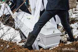 Похороны Ксении Каторгиной в Каменск-Уральске. Каменск-Уральский, могила, ритуал, захоронение, ритуальные услуги, похоронное дело, похоронный бизнес, ритуальная служба, гроб, похороны, кладбище, похоронная служба, похоронщики