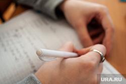 Подготовка студентов к зимней экзаменационной сессии. Екатеринбург, ручка, тетрадь, школа, уроки