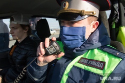 Проверка ГИБДД водителей на дорогах города. Магнитогорск, рация, служебный автомобиль, гибдд, сотрудник дпс, дпс