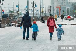 Гололед, ледяной дождь в Перми., семья, зима, гололед