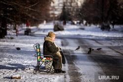 Парк «Чкалова» в районе улиц Чкалова-Громова-Академика Бардина. Екатеринбург, пенсионер, бабушка, пожилой человек, виды екатеринбурга, парк чкалова