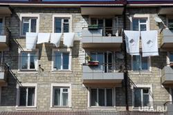 Виды Степанакерта и Шуши. Нагорный Карабах, жилой дом, сушка белья