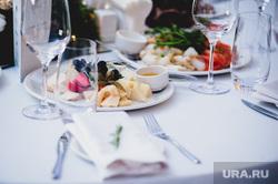 Ежегодный благотворительный аукцион «Екатерининская ассамблея». Екатеринбург, сервировка, стол, сыр, екатерининская ассамблея, ресторан, праздничный стол