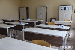 Пробный экзамен ЕГЭ в школе №7. Курган, егэ, класс, экзамен, парта, школа, аудитория, пустой класс