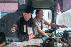 Профилактическое мероприятие «Автобус» Дорожные полицейские проверяют соответствие технического состояния. Курган, водитель автобуса, пазик, автобус, маршрутка, паз, проверка документов, водитель маршртуки