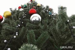 Приготовление городских площадок к Новому году. Курган, елка, новогодняя елка, новогоднее украшение, приготовление к празднику