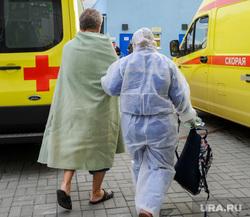 Последствия взрыва кислородной станции в госпитале на базе ГКБ№2. Челябинск, реанимобиль, медицина катастроф, врачи, скорая помощь, эвакуация больных, медики, доктор, противочумной костюм, защитные костюмы