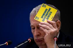 32 съезд партии ЛДПР. Москва, жириновский владимир, лдпр, ввж, мандат в руке
