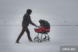 Клипарт. Екатеринбург, зима, коляска детская