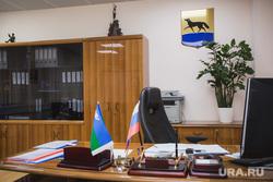 Интервью с новым заместителем главы Сургута Владимиром Шмидтом. Сургут, кабинет чиновника, герб сургута