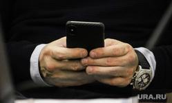 Публичные слушания по бюджету на 2020 год. Курган, сотовая связь, мобильный интернет, мобильный телефон, телефон в руке