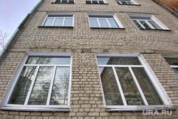 Окна здания областной больницы. Курган, окна, областная больница