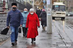 Город.  Курган, автобус, люди в масках, масочный режим