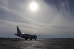 Аэропорт Новый Уренгой. Новый Уренгой, аэропорт, солнце, взлетное поле