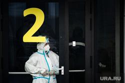 Приемный покой в 40 ГКБ в Коммунарке. Москва, защитный костюм, приемный покой, медики, врачи, скорая помощь, санитары, врач, больница, фельдшер, доктор, коронавирус, covid, ковид, противочумной костюм, SARS-CoV-2, вторая волна