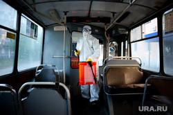 Дезинфекция общественного транспорта в Екатеринбурге во время пандемии коронавируса COVID-19, транспорт, троллейбус, защитный костюм, эпидемия, дезинфекция, екатеринбург , санитарная обработка, covid19, коронавирус, covid, пандемия коронавируса, медицинский костюм