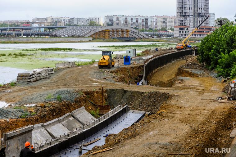 Строительство набережной реки Миасс возле филармонии. Челябинск