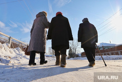Детский дом в селе Житниковское.  Курган, старики, женщины, пенсия, зима, бабушки на прогулке, пенсинерка