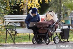 Клипарт. Курган, мама с коляской, ноутбук, эппл, женщина с коляской, Декрет