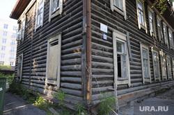 Проход запрещен. Клипарт. Тюмень, деревянный дом, ветхое жилье, под снос