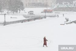 Виды Екатеринбурга, исторический сквер, зима, снегопад