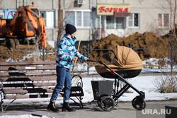 Ремонт дороги на ул. Мальцева. Курган, мама с ребенком, детская коляска, мама с коляской
