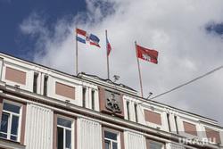 Административные здания, лето 2020 г. Пермь, флаги, администрация города перми