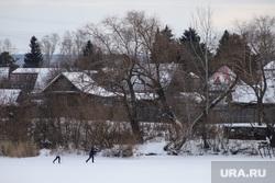 Оборудование крещенских купелей. Курган, лыжники, холод, домики, лыжня, деревянные дома, деревенский дом, частный сектор, зима, снег в кургане, дачный поселок