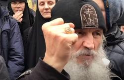 Спецназ судебных приставов (ФССП) в Среднеуральском женском монастыре отца Сергия, отец сергий