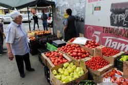 Незаконная уличная торговля. Рынки. Челябинск, перец, овощи, торговля, продукты, пенсионерка, помидоры, фрукты, томаты, рынок, бабушка, продажа, уличная торговля, базар, рынки, гашиш
