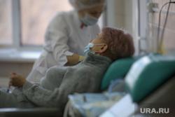 Депутат областной думы Александр Ильтяков в центре переливания крови. Курган , пациент, медсестра, забор крови, центр переливания крови