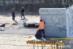 Строительство моста ЖБИ по проспекту Машиностроителей. Курган, строительные работы, стройка, работники в касках