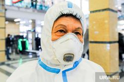 Дезинфекция и проверка масочного режима на железнодорожном вокзале. Челябинск, защитный костюм, дезинфекция, санитарная обработка, жд вокзал челябинск