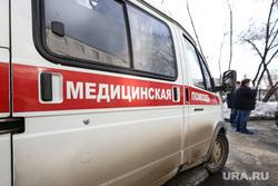 Сенатор Сергей Муратов вручает медикам второй горбольницы кислородные концентраты. Курган, скорая помощь, медицинская помощь