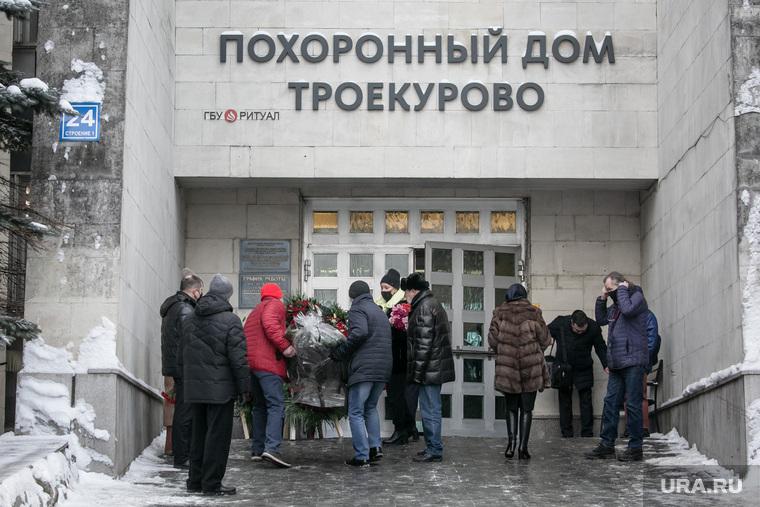 Прощание с Евгением Бухтиным на Троекуровском кладбище. Москва