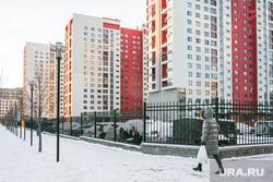 Спальные районы и жители города. Тюмень., снег, многоэтажка, зима, спальный район, снег в городе, женщина с пакетами, жк европейский, жилой комплекс европейский