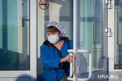 Вакцинация от COVID-19. Магнитогорск, дверь, медсестра, медик