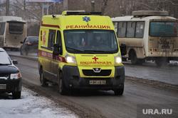 Машины скорой помощи в красной зоне городской больницы №2. Курган , скорая помощь, машина реанимации, машина скорой помощи, реанимации