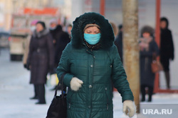 Мороз. Курган, женщина, люди, зима, холод, масочный режим, пандемия коронавируса