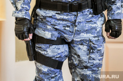 Суд по делу Евгения Тефтелева о взятках. Челябинск, фсб, военные, пистолет, оружие, фсо, камуфляж, конвой, охрана, солдат