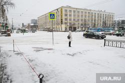 Виды Екатеринбурга, зима, снег в городе, заснеженная улица